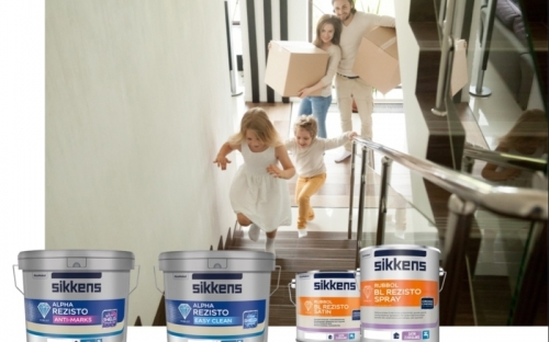 Die Innenwandfarben Alpha Rezisto Anti-Marks und Alpha Rezisto Easy Clean sowie der Lack Rubbol BL Rezisto Satinal, der auch als Spray erhältlich ist, stehen im Zentrum einer neuen Sikkens Kampagne.