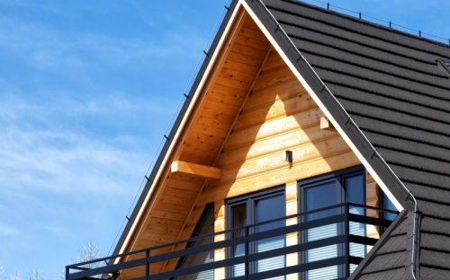 UV Schutz eingebaut: Mit mikronisierten Eisenoxidpigmenten sorgt Protect-Gel von Jansen dafür, dass die natürliche Holzstruktur sichtbar bleibt.