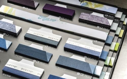 Die neue Portofino-Kollektion bietet erstmals Duette Wabenplissee und die EOS Technik im Sortiment von Joka. Fein abgestimmte Farben, Dessins und Qualitäten ermöglichen individuelle hochwertige Gestaltungskonzepte für das private Wohnen wie auch für das Objekt.
