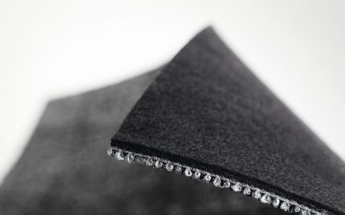 Die verbesserte Akustik mit EcoFlex Echo wird durch eine zusätzliche Schicht aus zu 94 Prozent recyceltem Polyester-Filz möglich.