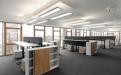 Hell und offen sind die Büroräume im Hipp-Neubau. Die Fassade hat eine horizontale Bänderung aus Lärche  mit verschiebbaren Verschattungselementen. Das Lärchenholz stammt aus nachhaltiger Forstwirtschaft.