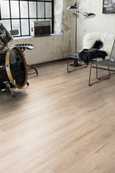 Bodenbelag de luxe: Die hochwertige Laminat-Kollektion Wood Selection by Jangal mit Fold Down Click-Verbindung verfügt über exklusive Designs.