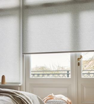 Bliss Smart Blinds steht für den motorisierten Sonnenschutz einer neue Generation, für perfektes Licht, Privatsphäre und Sicherheit. Jede Anlage lässt sich einfach via Smartphone steuern.
